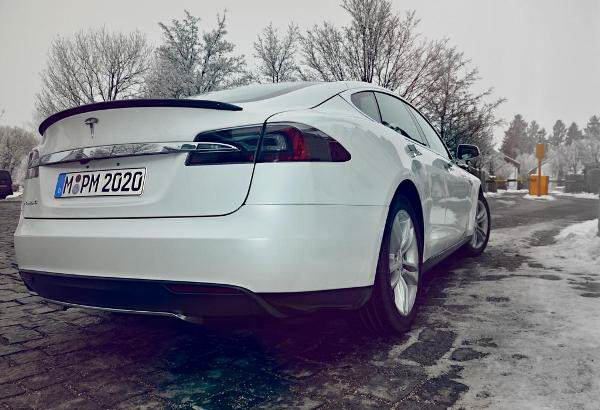 tesla_model_s_get_amped_europe