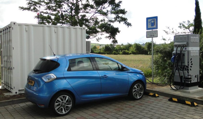 renault_charging-station_powered_by_baterries