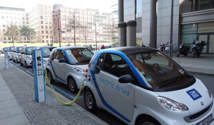 electric_cars_charging