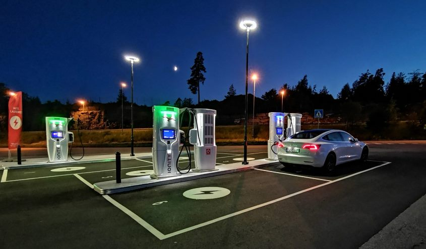 tesla-model-3-charging-ionity-sstation