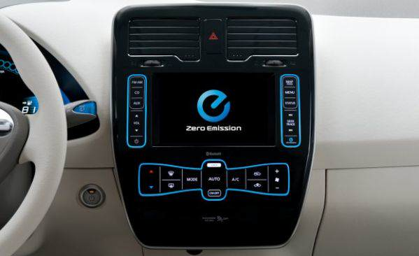 2011_nissan_leaf_41_cd_gallery
