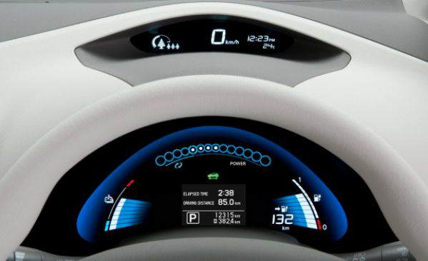 2011_nissan_leaf_43_cd_gallery